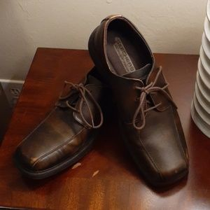 Men's distressed leather Skechers dress shoes